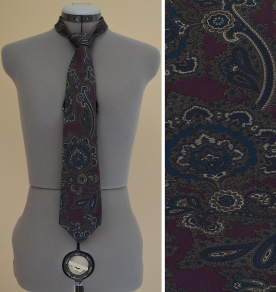 SALE - vintage Halston 1970s silk tie - Italian 10