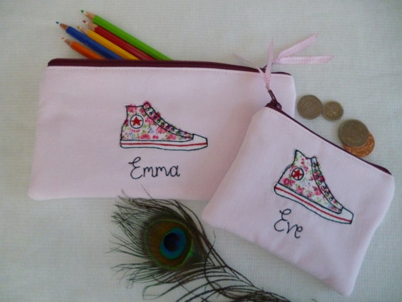 Cas de choix personnalisé du porte-monnaie sac à main pochette ou un crayon à la main, en tissu Converse Baseball bottes chaussures rose et pois, choix des mots