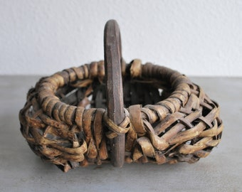 Vintage/Antique Rustic Aged Basket with Handle / Eclectic / Country / Cottage / Native / Southwest / Farmhouse / Gathering Basket