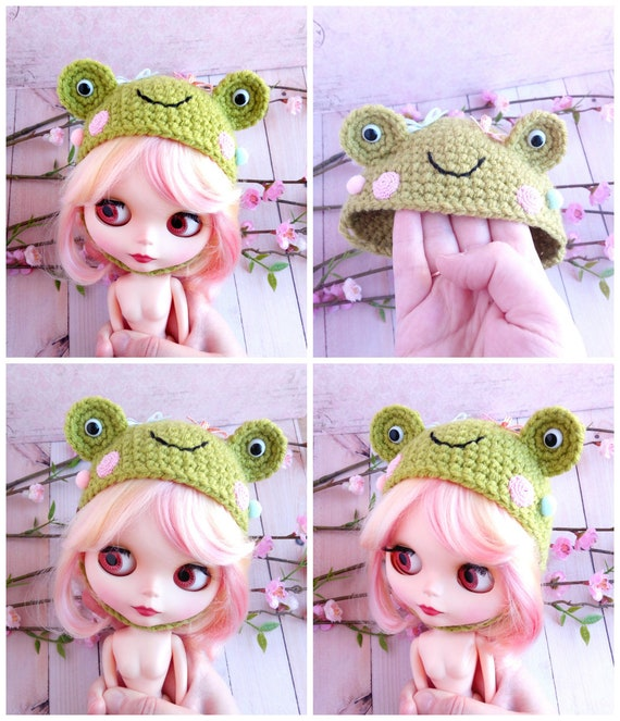 Custom blythe hat helmet green frog anuran animal Blythe clothes outfit  fashion accessories  Crocheted crochet helmet hat for blythe doll