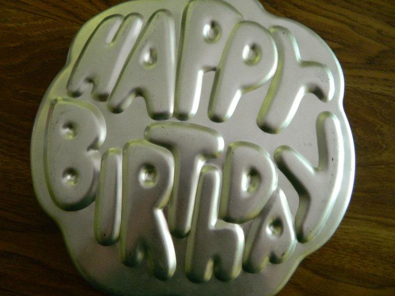 Everyone/'s Birthday Cake HAPPY BIRTHDAY Cake Pan Vintage Wilton Item # 502-2405 Made in Korea 1980
