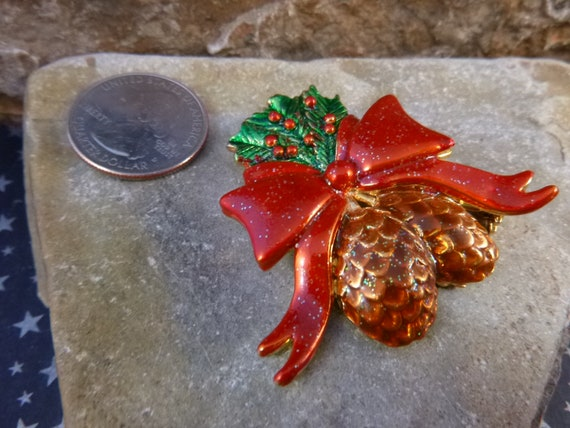 90s Vintage Christmas Wreath and Bow Red /& Green Holly Enamel Dangle Post Earring Festive Holiday Season New Year Party Gift for Her