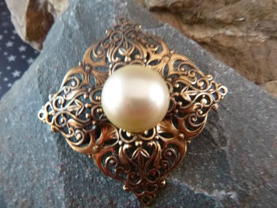 Timeless Classic Style Filigree Faux Pearl Cabochon Center Vintage Square Brooch
