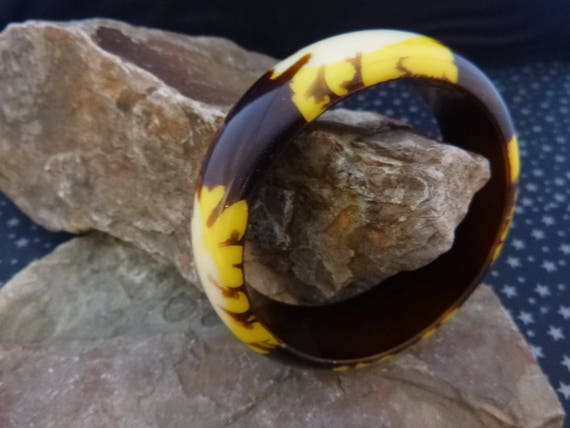Vintage Bangle Bracelet | Plastic Lucite Brown, Yellow and White Patterned Bangle