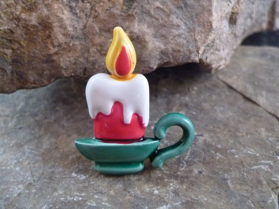 Small Old Fashioned Christmas Candle Signed J.J. (Jonette) Charming Enamel Vintage Pin