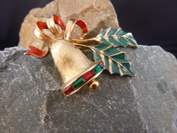 Sarah Coventry Holly Bell Vintage Red and Green Christmas Holiday Brooch  Book Piece circa l980s
