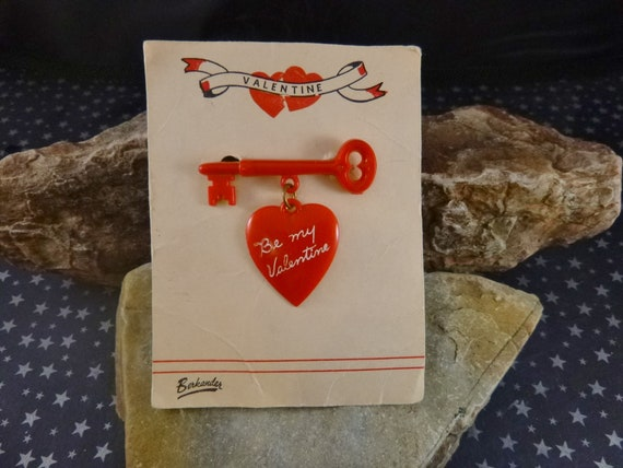 1950s Be My Valentine Red Heart Brooch | Mid Century Thermoset Vintage Plastic Heart Dangling from Key | Original Berkander Card Book Piece