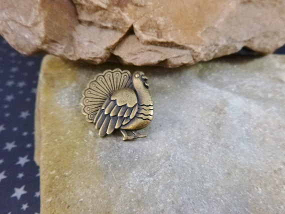 Thanksgiving Turkey Brass Vintage Tack / Lapel Pin Signed JJ