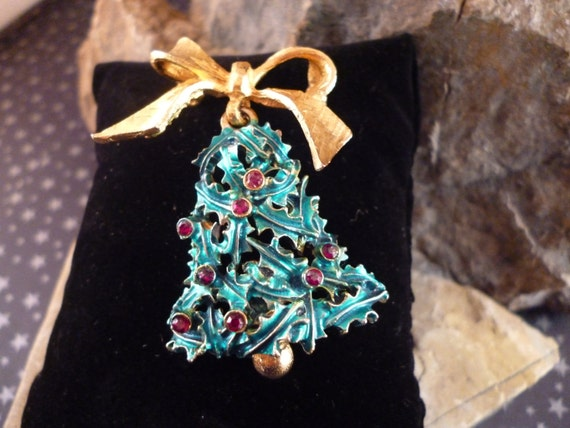1960s Mylu Signed Vintage Christmas Bell Pin with Dangling Clapper Book Piece