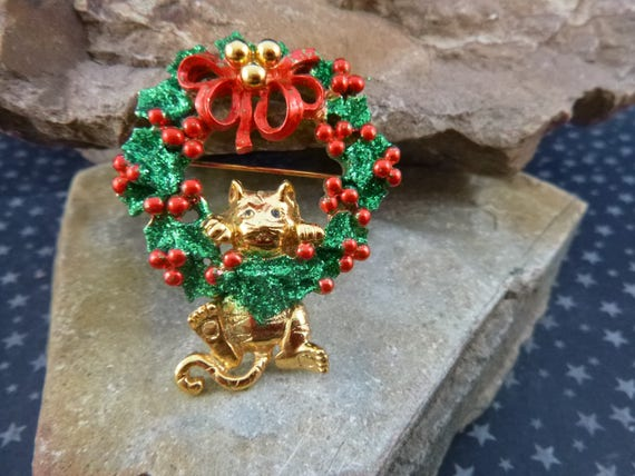 Whimsical Cat Dangling From Christmas Green and Red Wreath | Vintage Holiday Cat Pin