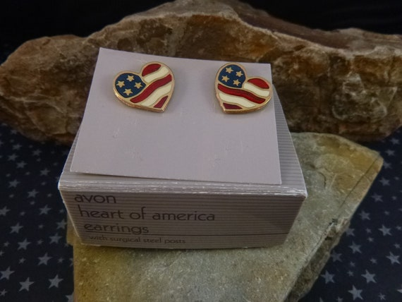 "Avon ""Heart of America"" Patriotic Pierced Earrings in Original 1992 Box 