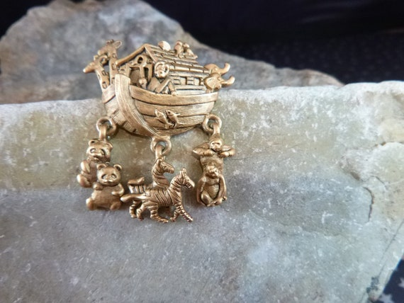 1997 Avon Noah's Ark Vintage Pin  | Boat with Dangling Animals Brooch | Giraffes Bears Zebras Fish Elephants and More | Book Piece