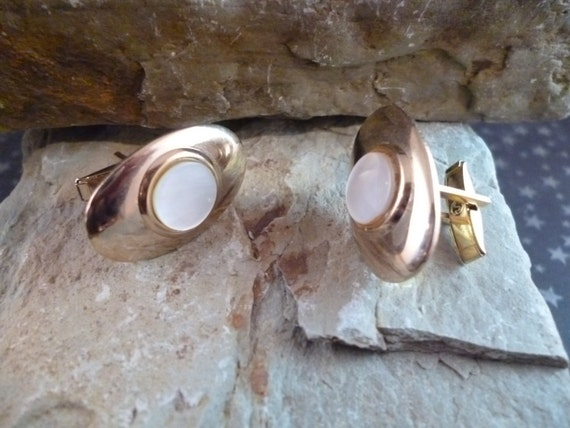 Mid-Century Mother of  Pearl Vintage Gold Tone Oval Cuff Links / Cufflinks