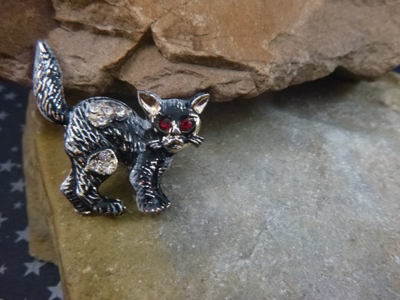 Small Black Spunky Alley Cat with Rhinestones Not so Scary Vintage Halloween Pin