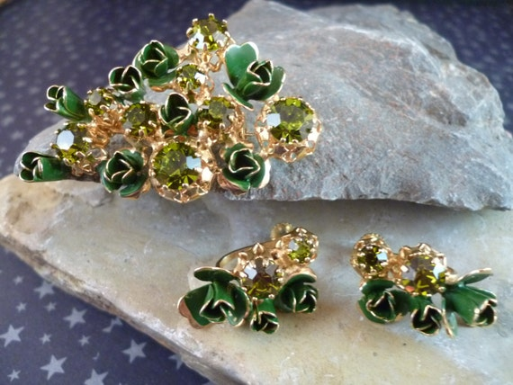 Austrian Green Crystal Demi Parure 1950s Brooch and Screw Back Earrings
