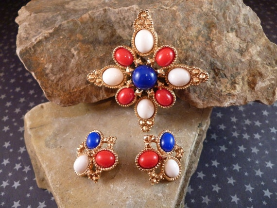 1972 Sarah Coventry Americana Demi Parure Brooch and Clip Vintage | Earrings Red, White, and Blue Patriotic July 4 Set | Book Piece