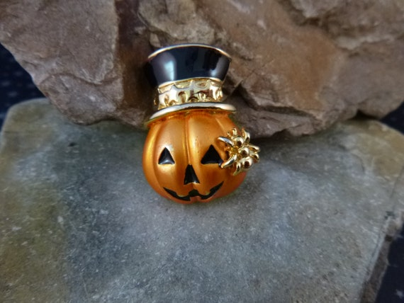 Spooky Fun Jack O Lantern  with Top Hat and Spider | Small Vintage Halloween Pumpkin and Spider Pin