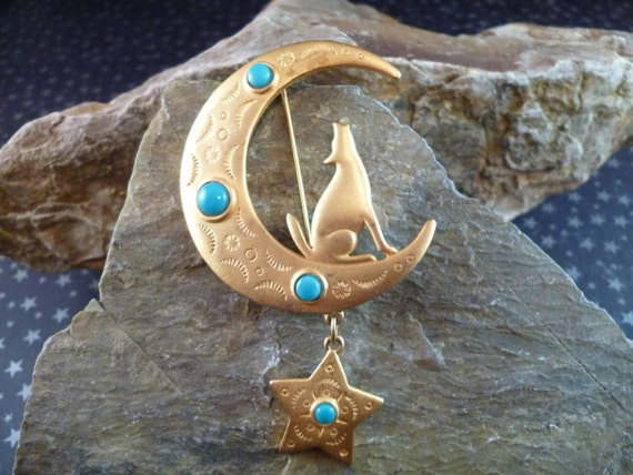 Signed J.J. 1988 Wolf Howling at the Moon Gold Tone and Faux Turquoise Southwestern Flavor Large Jonette Brooch