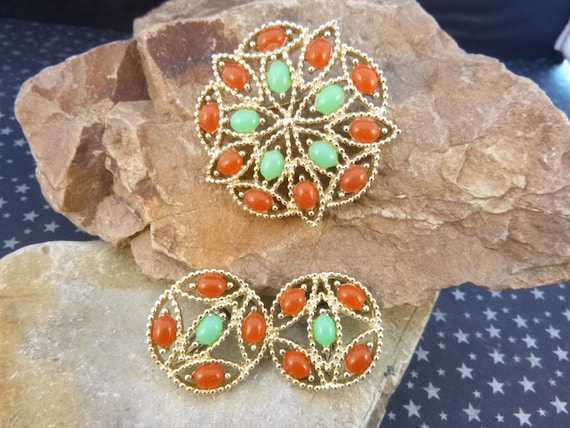 1969 Sarah Coventry Acapulco Demi Parure Brooch and Clip Earrings Amber and Green Set Book Piece