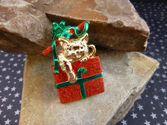 Adorable Kitten Wrapped as Glittery Red Present with Green Ribbons Vintage Christmas Pin