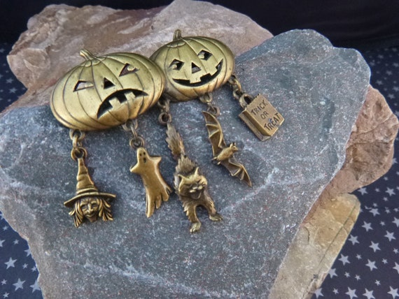 Halloween Vintage Pin JJ Signed   Brass Jack-O-Lanterns with Dangling Witch, Ghost, Cat, Bat, and Trick or Treat Charms