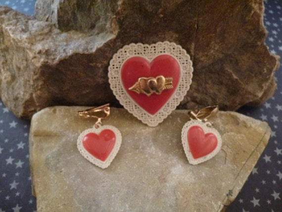 Red Valentine Heart Brooch with Clip On Earrings Vintage Set Mid Century Thermoset Plastic with Doily Look Border 1950s