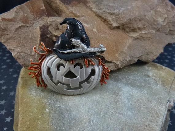 Scarecrow Jack O Lantern Halloween Pumpkin Not So Scary Vintage Signed J.J. (Jonette) Pewter Vintage Pin