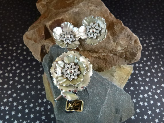 Vintage Flower Themed Brooch and Clip On Earrings Coro Signed Demi Parure Silver