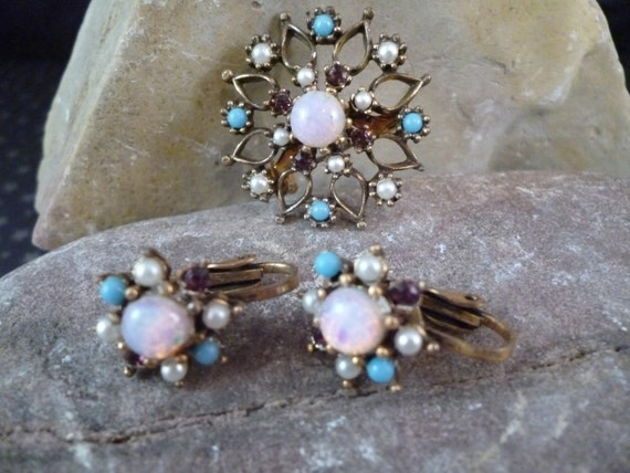 1950s Demi Parure Translucent Iridescent Pink Center Stone in Starburst Pattern Brooch and Clip On Earrings