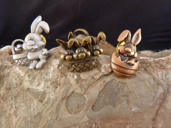 Easter Bunny Festive Vintage Scatter Pins Signed JJ Mixed Metal Lapel Style Pins