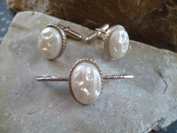 Mid Century Molded Off White Decorative Plastic Cabochon Vintage Cuff Links / Cufflinks and Matching Collar Bar