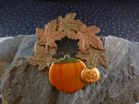 Halloween Jack O Lantern Harvest Pumpkin and Fall Leaves  Create a Seasonal Wreath Vintage Brooch