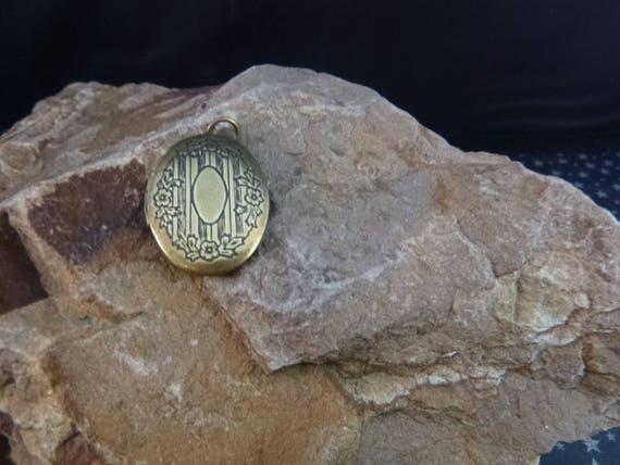 Timeless Brass Locket Pendant   Vintage Victorian Style Pendant Locket