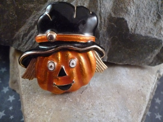 Halloween Scarecrow Pumpkin with Black Hat Cute Not Spooky Vintage Pin