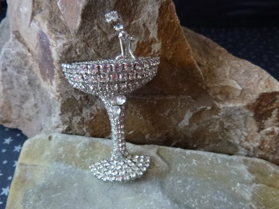 Cheers! Unusual Dorothy Bauer Champagne Glass with Bubbles Three Dimensional with Swarovski Crystals and Rhinestones New Year Vintage Brooch