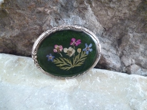 Sweet Victorian Era Revival Dried Flower Oval Vintage Brooch