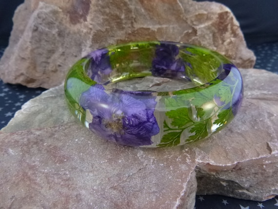 Flower Inclusion Vintage Bangle | Clear Lucite Bangle Embedded with Purple Flowers and Greenery | Spring Summer Bangle Bracelet