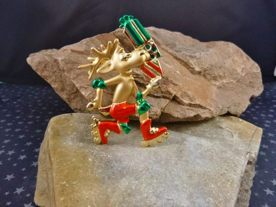 Moose on Skates with Presents Whimsical Vintage Danecraft Christmas Pin | Trying to Beat The Holiday Rush