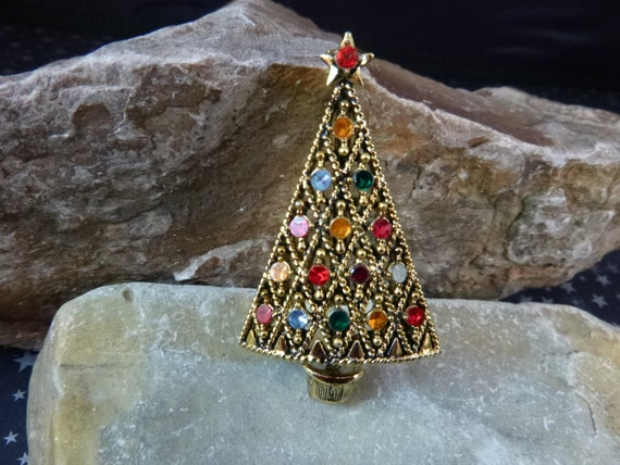 Hollycraft Christmas Tree Vintage Pin Modern Style Lattice-Work with Multicolored Flat Glass Stones Book Piece