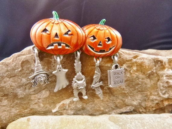 Halloween Vintage Pin JJ Signed | Jack-O-Lanterns with Dangling Witch, Ghost, Cat, Bat, and Trick or Treat Charms