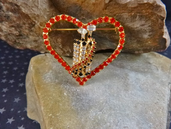 For the Golf Lover in Your Life | Dorothy Bauer Swarovski Crystal Vintage Brooch | Heart Around Golf Clubs in Bag with Strap Sparkly Pin