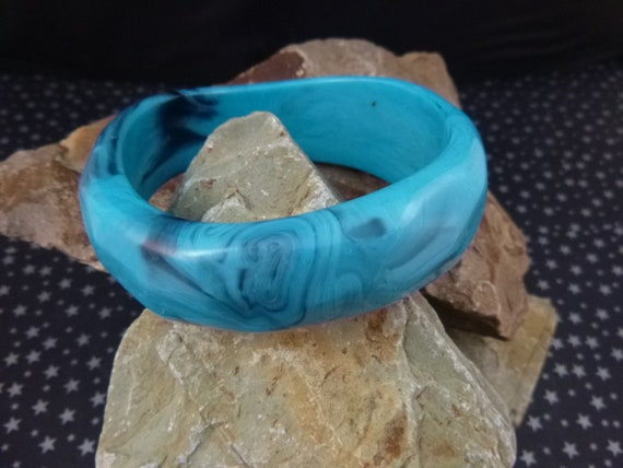 "Asymmetrical Marbled Turquoise Blue Hard Plastic Vintage 8"" Bangle Bracelet | Book Piece"