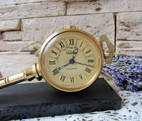 Réveil Vintage Slava clé travail russe réveil mécanique Table horloge horloge rétro Unique ancienne horloge de bureau URSS des années 70. Clé de