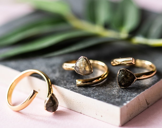 Featured listing image: The Labradorite Gold Ring