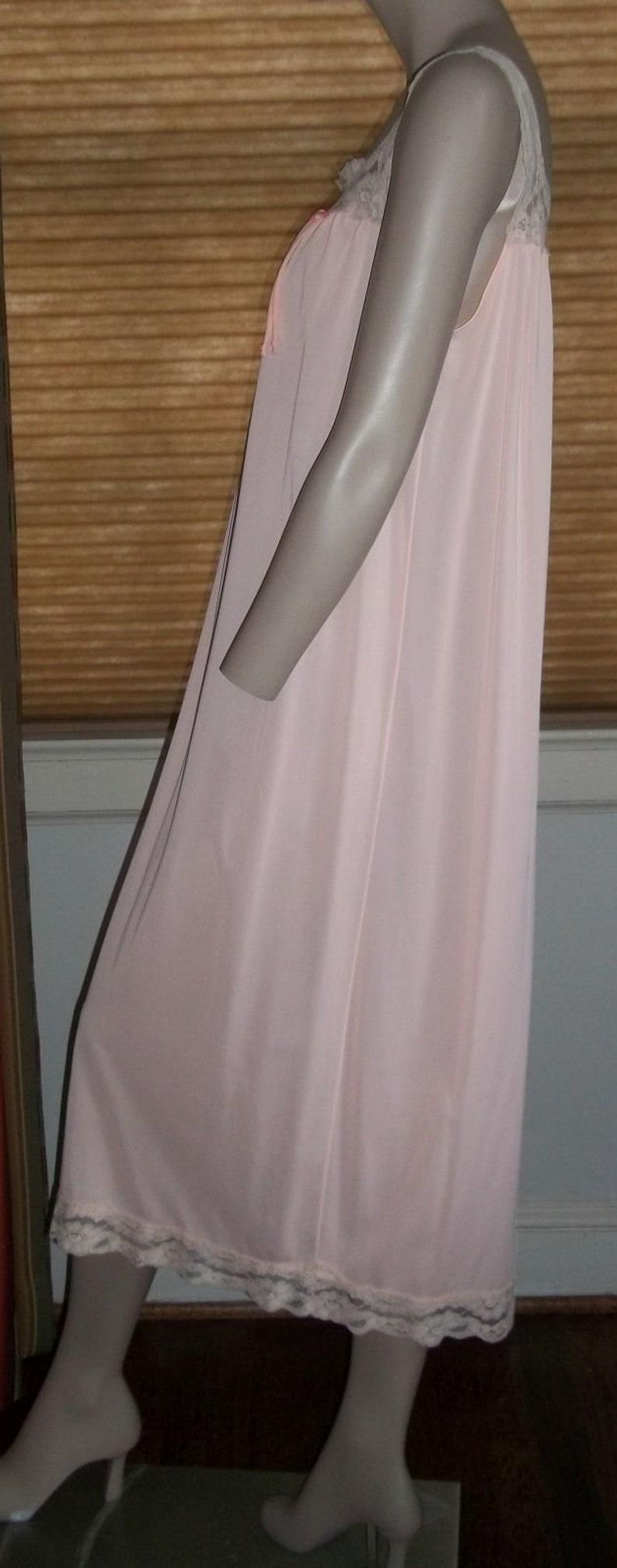 Vintage Bendiff Medium Peachy Pink  Long Flowing Nightgown Beige Lace Bodice Hem