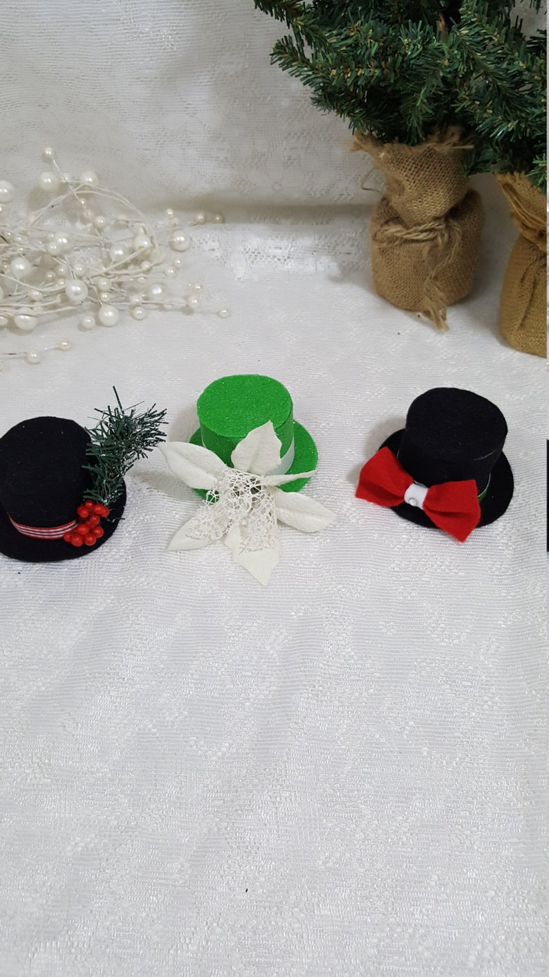 7eafc61ebc076 Winter and Holiday Teeny Tiny Top Hat Party Favors Snowman