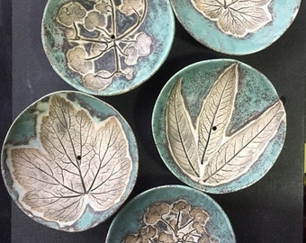 One Handmade stoneware green Soap dish, round. leaf decorated soap plate. Handmade home decor.