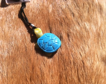 Carved stone turtel necklace.  Made of turquoise.