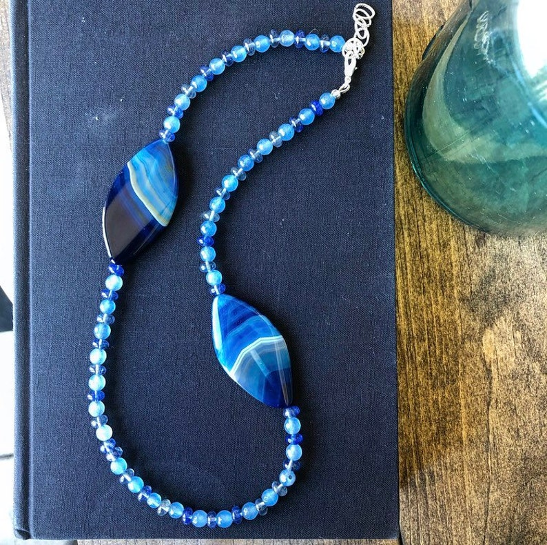 """Navy Blue Agate Stone Drop Boho Pendant 18/"""" Necklace for Him or Her Boxed Gift"""