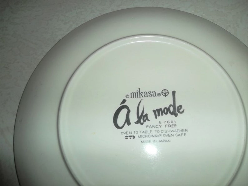 Made In Japan Vintage Mikasa Fancy Free A La Mode Collectible Dinner Plate E7801